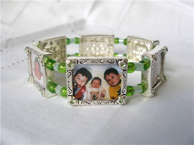 photo bracelet - green daisies